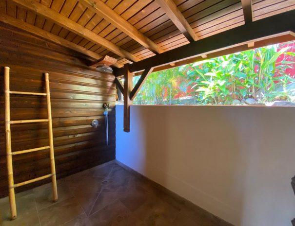 La douche semi-extérieur du gîte le Baliste - Sans vis-à-vis rassurez-vous !